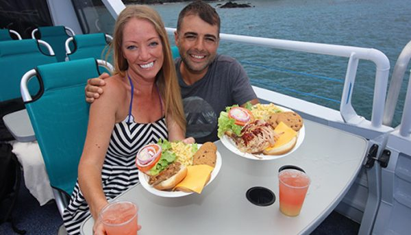 calypso sunset dinner cruise couple eating 1