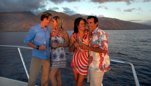 teralani-dinner-cruise-drinks-group